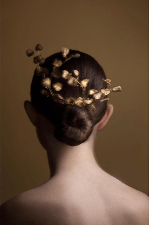 fiori-di-porcellana-di-taala-acconciatura