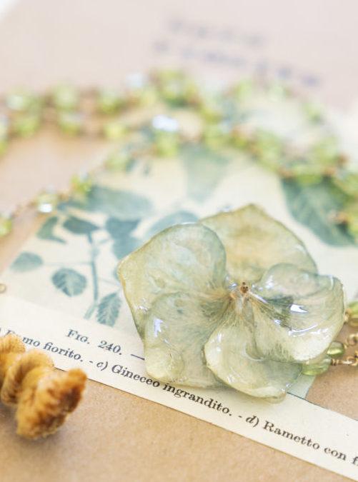 gioielli di fiori e ortensia verde